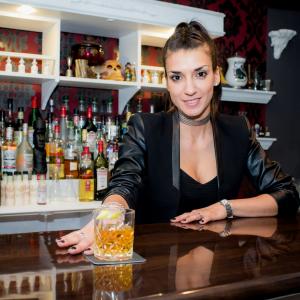 Onza TV lanza la 1era temporada de su web show documental sobre bares de Santiago